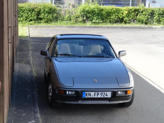 Porsche 924 S gegen Transporter mit Anhängekupplung
